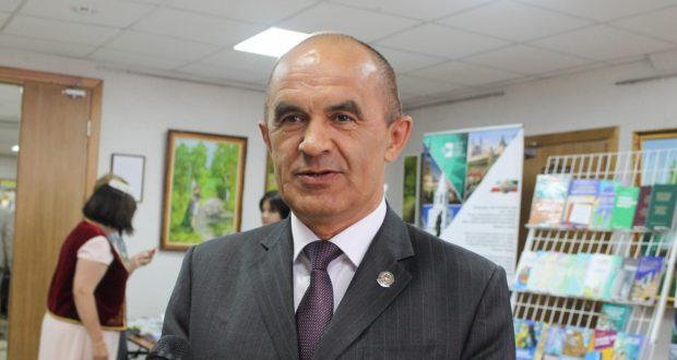 Мәгариф һәм фән министры дәүләт имтиханын татар телендә тапшырырга өнди