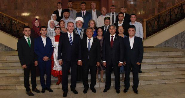 Рустам Минниханов встретился с активом татарской общины Иркутской области