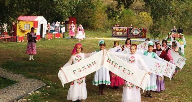 Сарман районында узган «Сөлге туе»на әзерләнгәндә 1000 сөлге чигелгән
