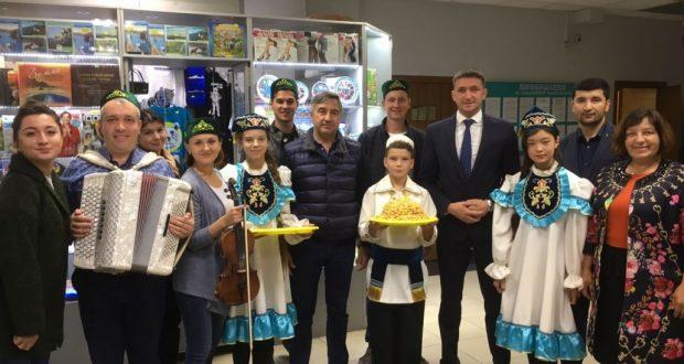 «Милли шура» рәисе Сахалин татарлары белән очрашты