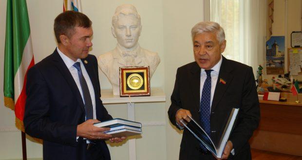 Фарид Мухаметшин посетил Постоянное представительство Республики  Татарстан в Санкт-Петербурге