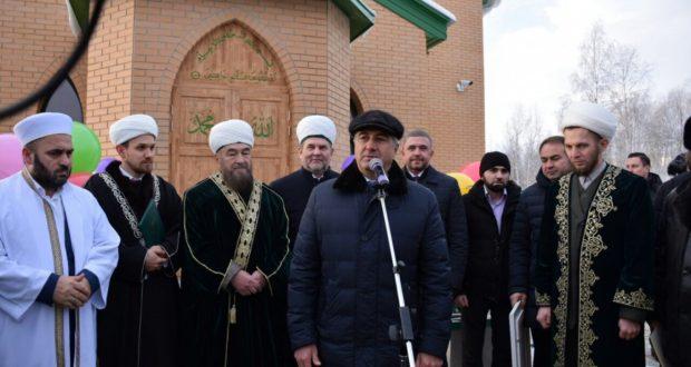 В Стрежевом состоялась торжественная церемония открытия мечети «Аль-Хаят»