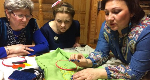 Пензенский «Ак калфак» постигает секреты тамбурной вышивки
