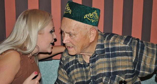 Почетному члену татаро-башкирской общины Бухары — 90 лет