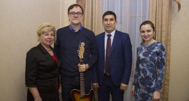 В гостях у конгресса Дениз Бадретдин