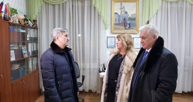 Милли Шура рәисе Новосибирскта татар мәдәният үзәге белән танышты