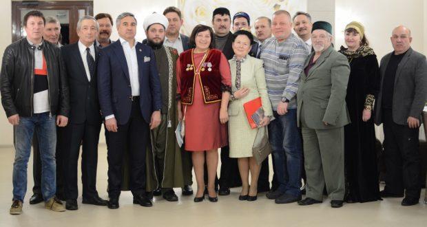 ФОТОРЕПОРТАЖ: Василь Шайхразиев встретился с татарами Дальневосточного округа