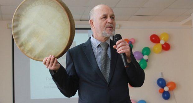 Геннадий Макаров 27 гимназиядә кунакта