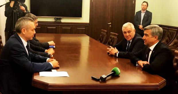 Василь Шайхразиев встретился с врио Губернатора Новосибирской области Андреем Травниковым