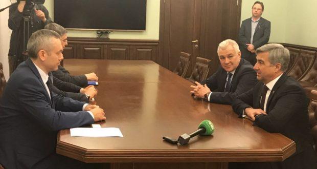 Васил Шәйхразиев Новосибирск губернаторы белән өлкә татарларын борчыган мәсьәләләр турында сөйләште