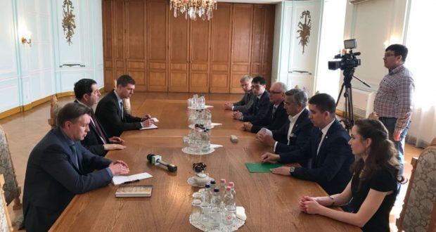 Василь Шайхразиев встретился с послом России в Венгрии Владимиром Сергеевым