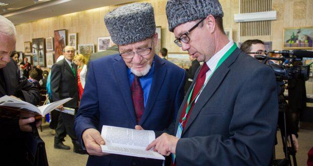 ФОТОРЕПОРТАЖ: РФ төбәкләрендәге татар авыллары тарихына һәм ТР архив эшләренә багышланган китаплар  күргәзмәсе