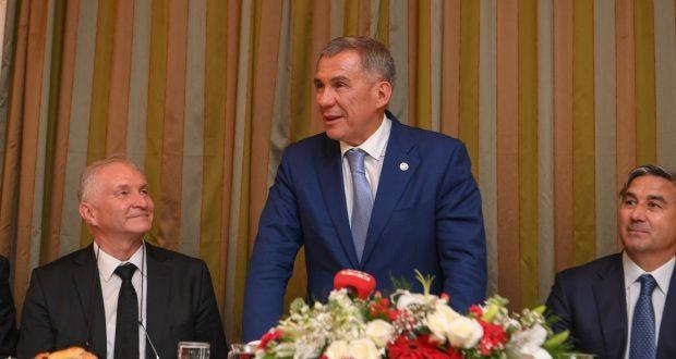 Рустам Минниханов провёл встречу с татарской общиной в Анкаре