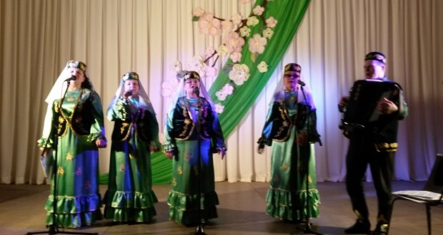 "In Syzran, a concert of the Tatar ensemble ""Chishma"""
