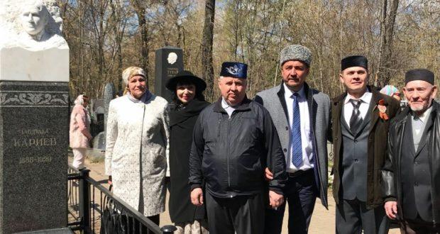 Татар җәмәгатьчелеге Габдулла Кариев каберен зиярат кылды