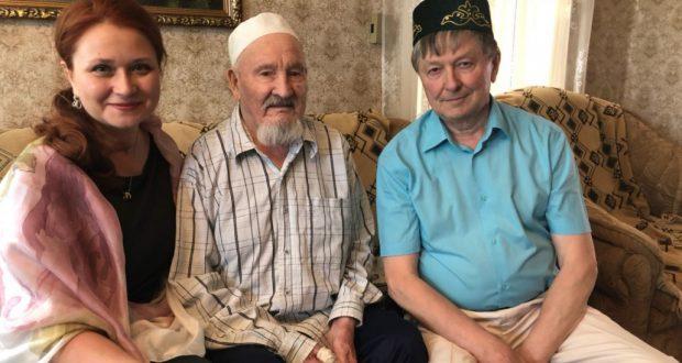 В Челябинской области поздравили фронтовика, почетного шахтера, человека, построившего мечеть и медресе с 94-летием