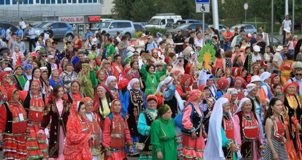 В Уфе Праздник национального костюма планирует рекорд