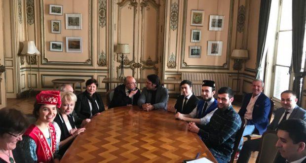Василь Шайхразиев встретился с татарами Франции