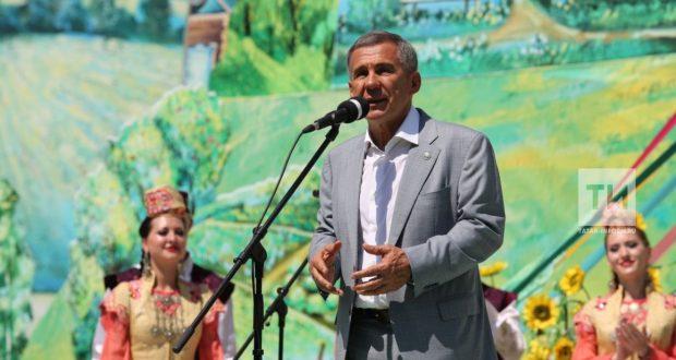 Рөстәм Миңнеханов Татарстан халкын һәм башкала кунакларын Сабан туе уңаеннан тәбрикләде