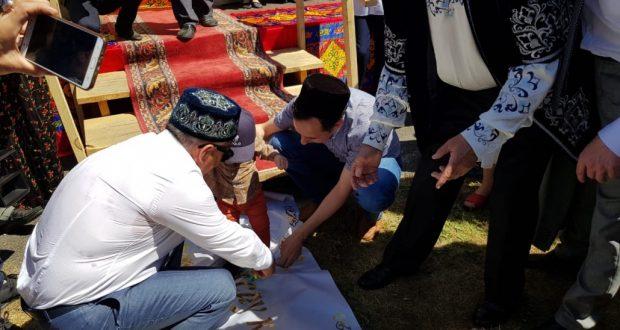 Рустам Минниханов участвовал в традиционном обряде «Тышау кисү»