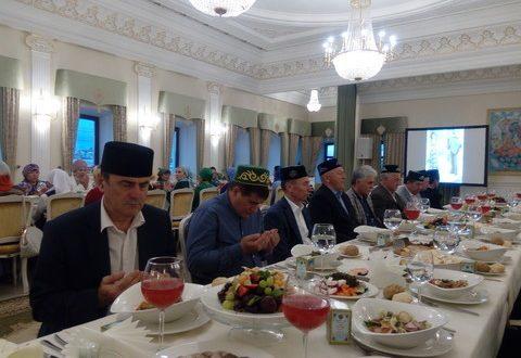 На последнем ифтаре этого года почтили память легенды татарской эстрады Альфии Авзаловой
