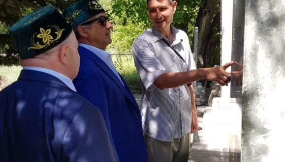 Председатель Национального совета посетил могилу ишана Хабибуллы Хансаваров