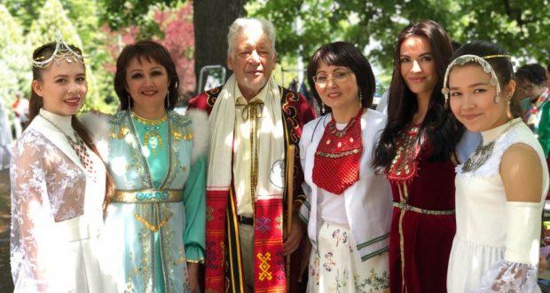Башкиры и татары собрались в Женеве на народный праздник Сабантуй