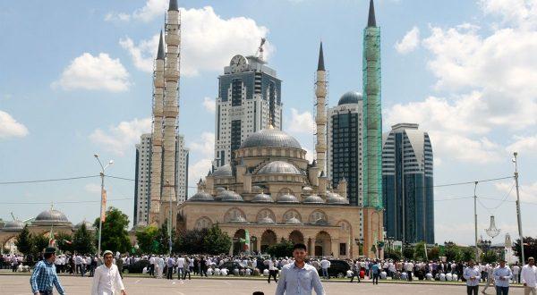 Чечняда Уразаны дүрт көн билгеләп үтәчәкләр