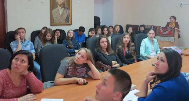 Количество диссертаций, посвященных татарскому языку и литературе, стремительно сокращается.