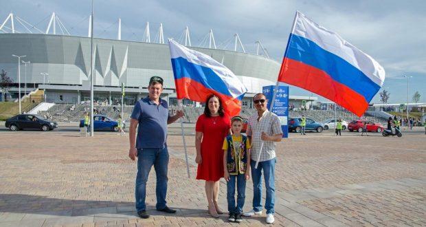 Татары Ростова-на-Дону приняли участие в развертывании гигантского триколора