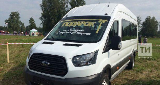 Рөстәм Миңнеханов Курган өлкәсе татар конгрессына микроавтобус бүләк итте
