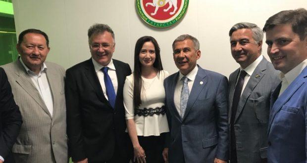 Rustam Minnikhanov visited the TNV news office in Kazakhstan