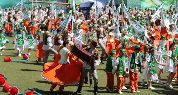 Канада татар мәдәнияте үзәге мәдәниятләр парадында катнашу өчен милли киемнәр эзли