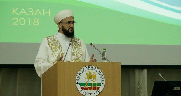 Татарстан мөфтие форумның секция утырышын алып барды