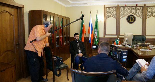 Татарстан мөфтие янына Болгариядән кино төшерүчеләр килгән