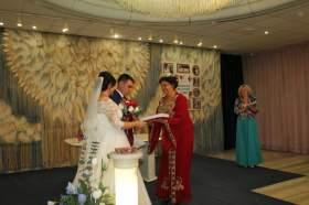 Молодожены смогут сыграть свадьбу в национальных традициях