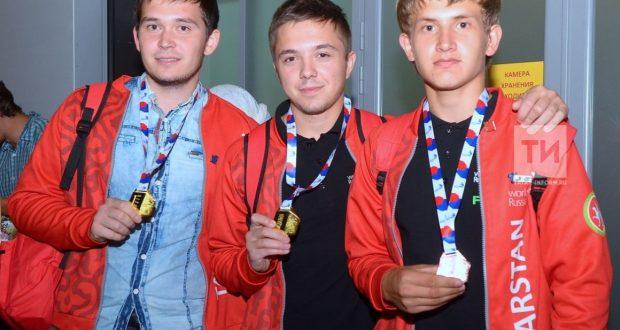 В аэропорту Казани встретили участников WorldSkills Russia 2018