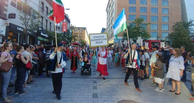 ВИДЕО: Канадские улицы наполнились татарской музыкой