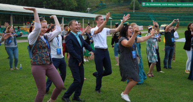 Делегаты Всемирного форума татарской молодежи посетили Болгар, Балтасинский район и приняли участие в Арских вечерах