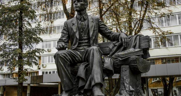 Рустам Минниханов и Сергей Собянин возложат цветы к памятнику Тукаю в Москве