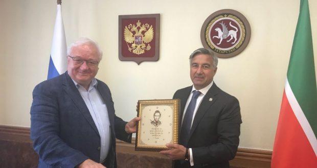 Председатель Нацсовета встретился с Рашидом Сюняевым