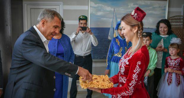Рустам Минниханов встретился с татарской общиной Кыргызстана