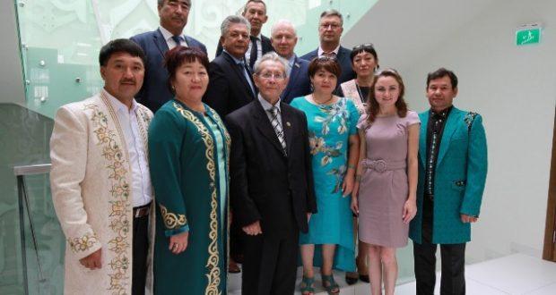 Ринат Закиров Казахстаннан килгән делегация белән очрашты