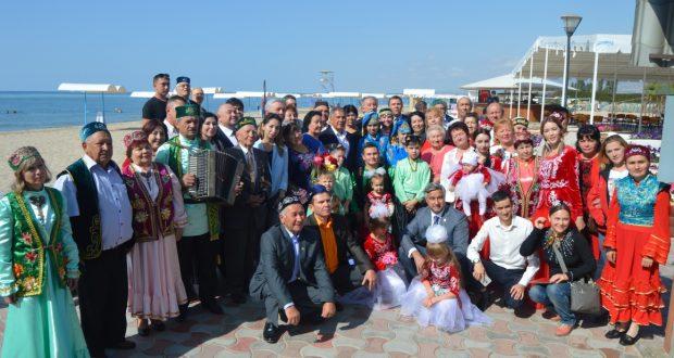 ФОТОРЕПОРТАЖ: Рөстәм Миңнеханов һәм Васил Шәйхразиев Кыргызстан татарлары белән очраштылар.