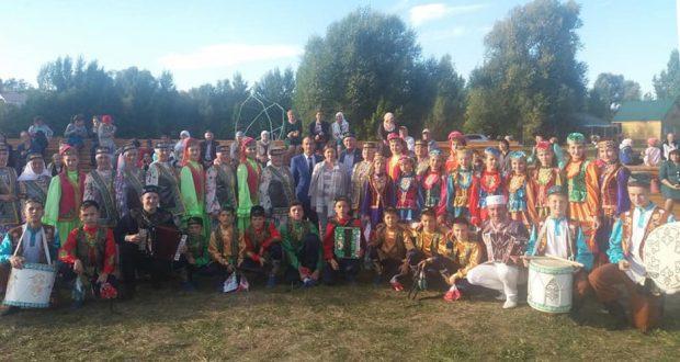 Фольклорные коллективы из Чувашии «Тамчы» и «Мишар» — участники этнического проекта Татарстана
