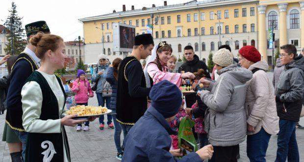 Жители Томска ощутили татарское гостеприимство на «Чак-чак party»