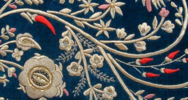 В Симферополе открылась выставка крымскотатарской вышивки и исторической фотографии