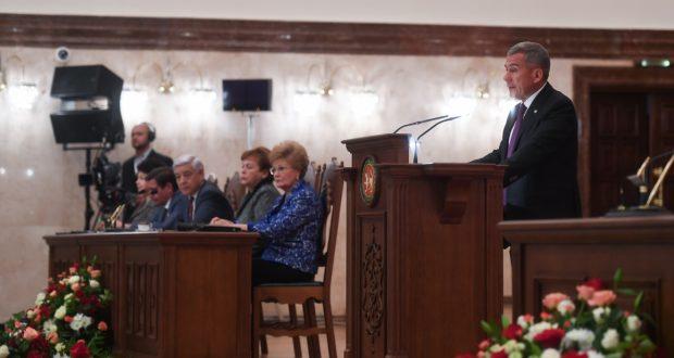 Рустам Минниханов: «Нас не красит то, что затягивается принятие анонсированной Стратегии развития татарского народа»