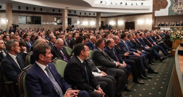 Татарстан Президенты яңача фикер йөртергә, кыю эш итәргә тәкъдим итә. (Юллама кайтавазы)