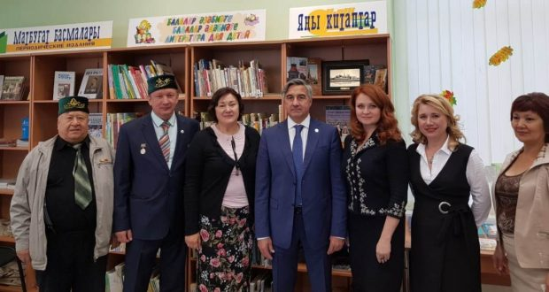 Vasil Shaihraziev got acquainted with the library of Bashkir and Tatar literature